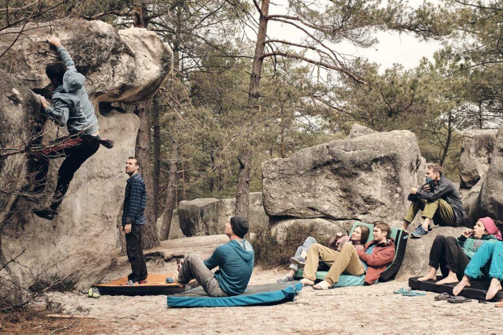 Bouldern in Fontainbleau in der Gruppe