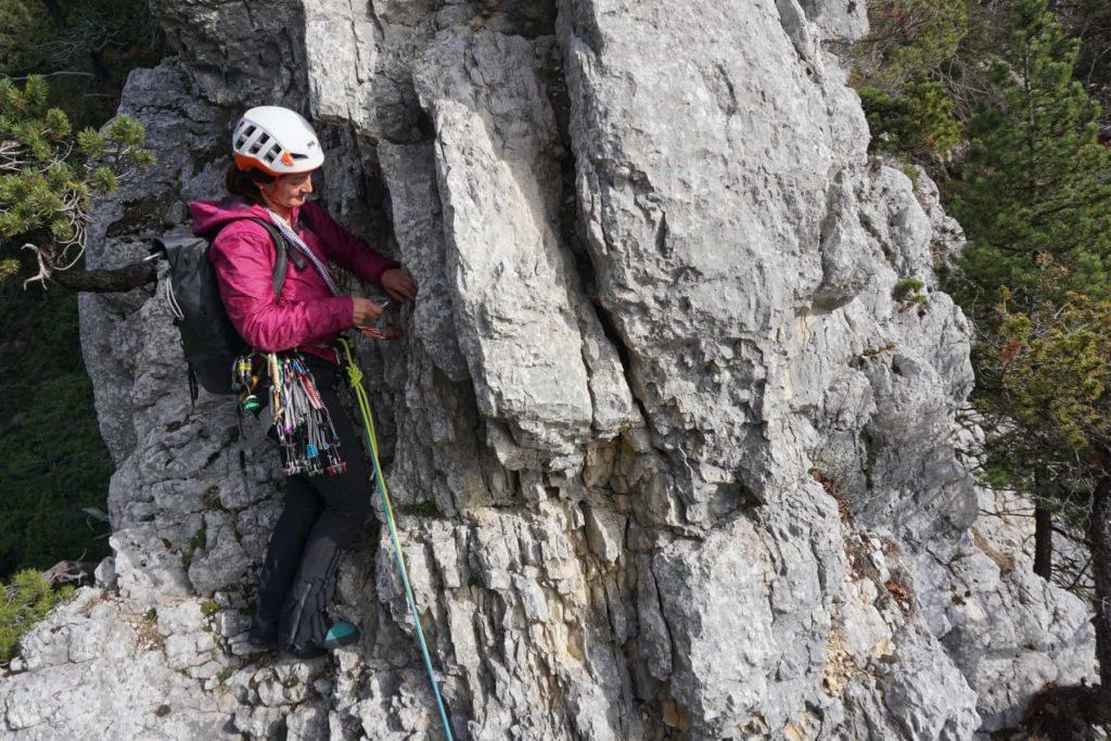 Grundausbildung Clean-Klettern im Jura: üben im Klettergarten