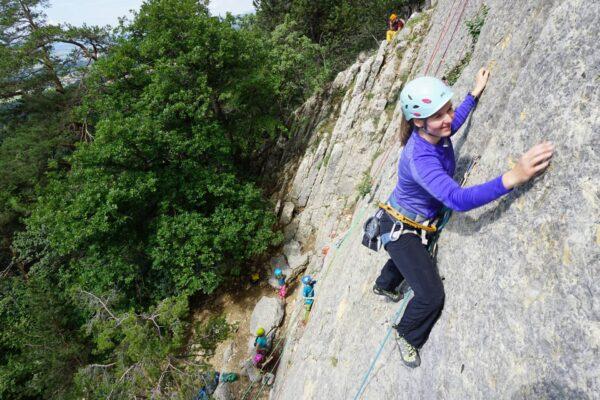 Grundausbildung: Klettern im Vorstieg an den Übungsplatten bei Obrerdorf