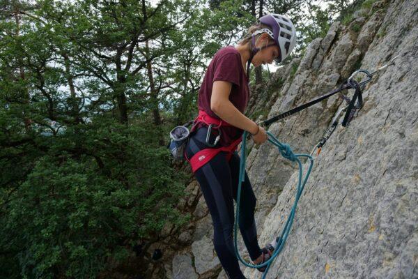 Grundausbildung Sportklettern am Fels: Fädel an der Umlenkung der Kletterroute