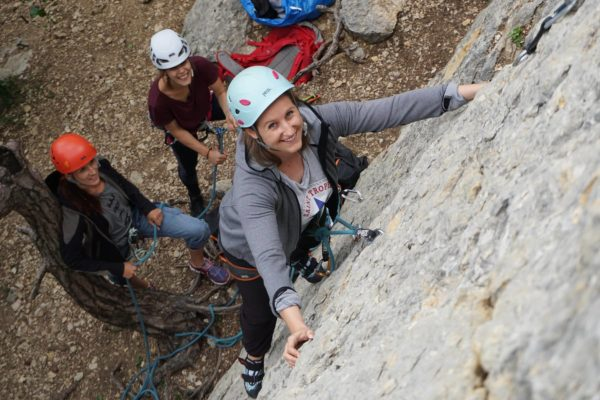 Während der Grundausbildung Sportklettern am Fels wird teilweise noch hintersichert